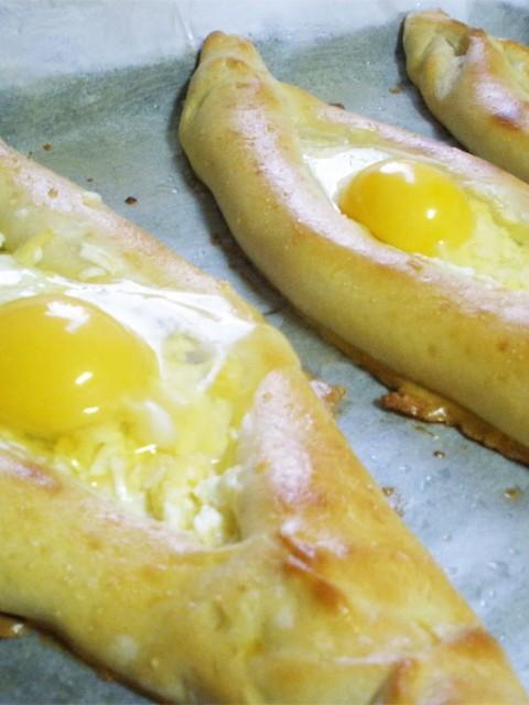 хачапури по-аджарски шаг 9 с яйцом